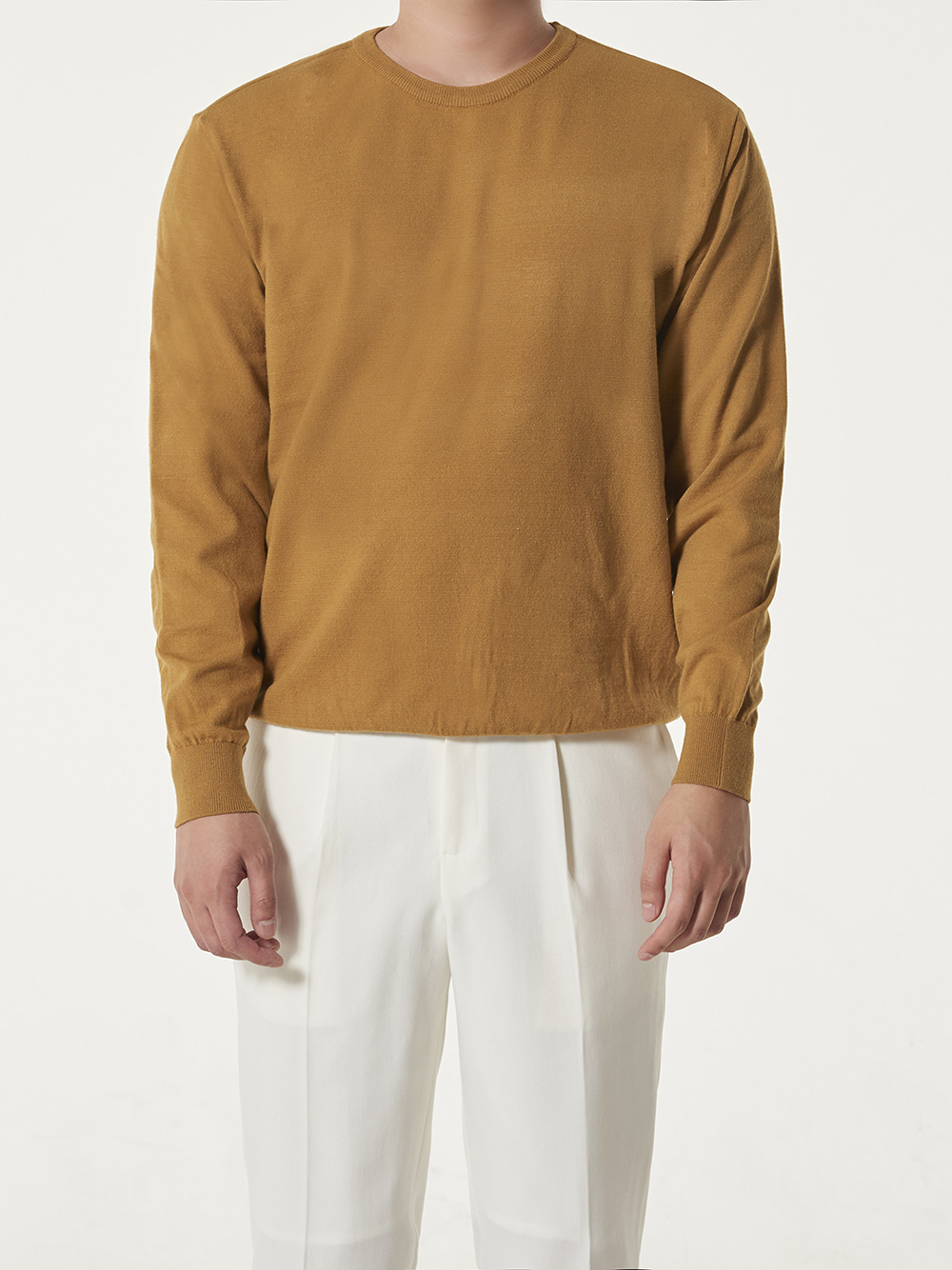 [드베르망] Soft touch solid crew neck knit (mustard)